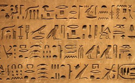 Photo pour Anciens hiéroglyphes égyptiens - image libre de droit