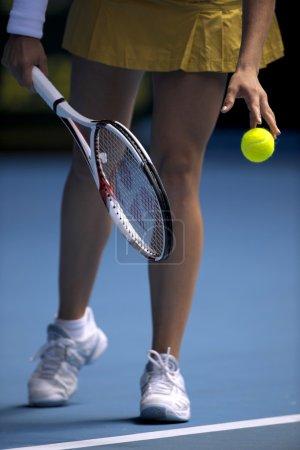 woman serve tennis ball