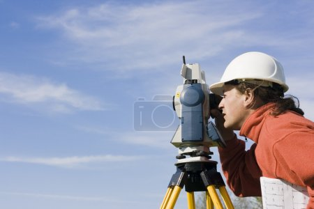 Measuring with theodolite