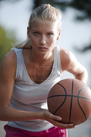 Determined basketball player